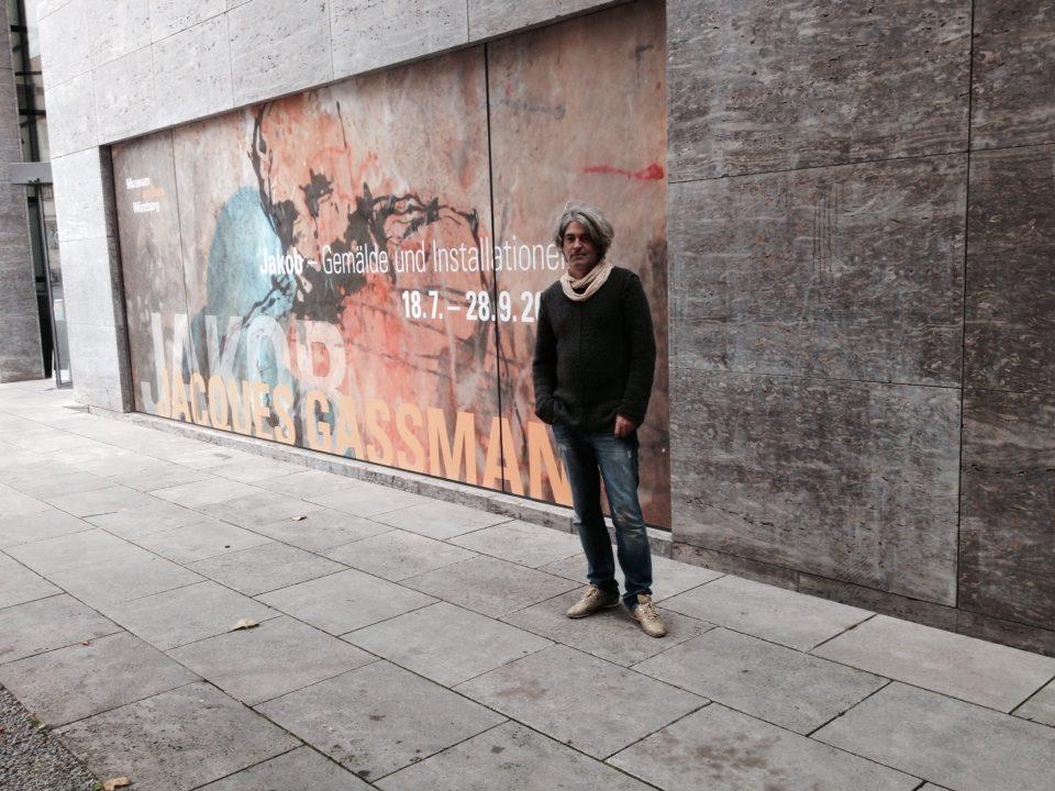 Jacques Gassmann vor dem Dom Museum in Würzburg